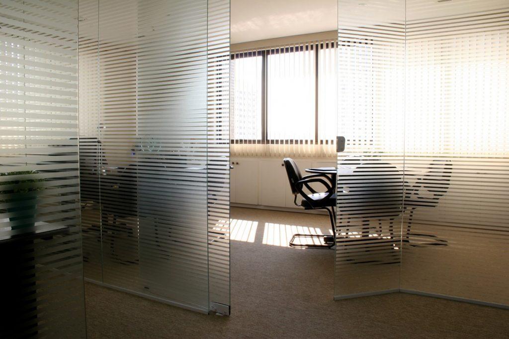Conheça mais sobre os tipos de vidros serigrafados e esmaltados